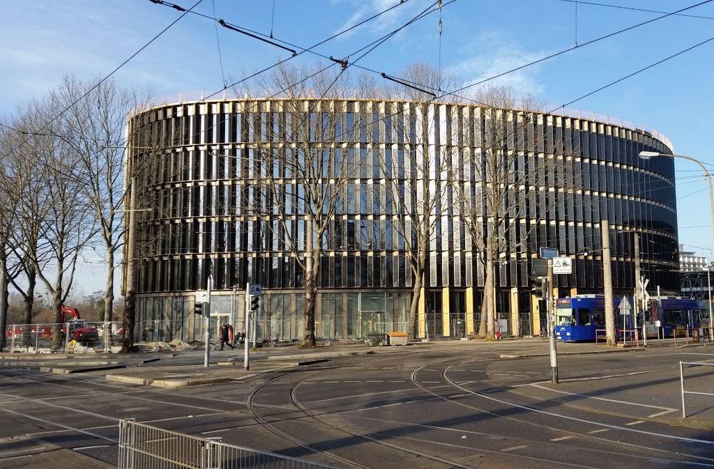 Der 80 Millionen Euro teure Rundbau des Architekten Christoph Ingenhoven. Foto: Heinz Siebold