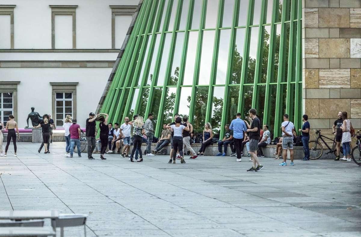 Die Tänzer vor der Staatsgalerie Foto: Privat