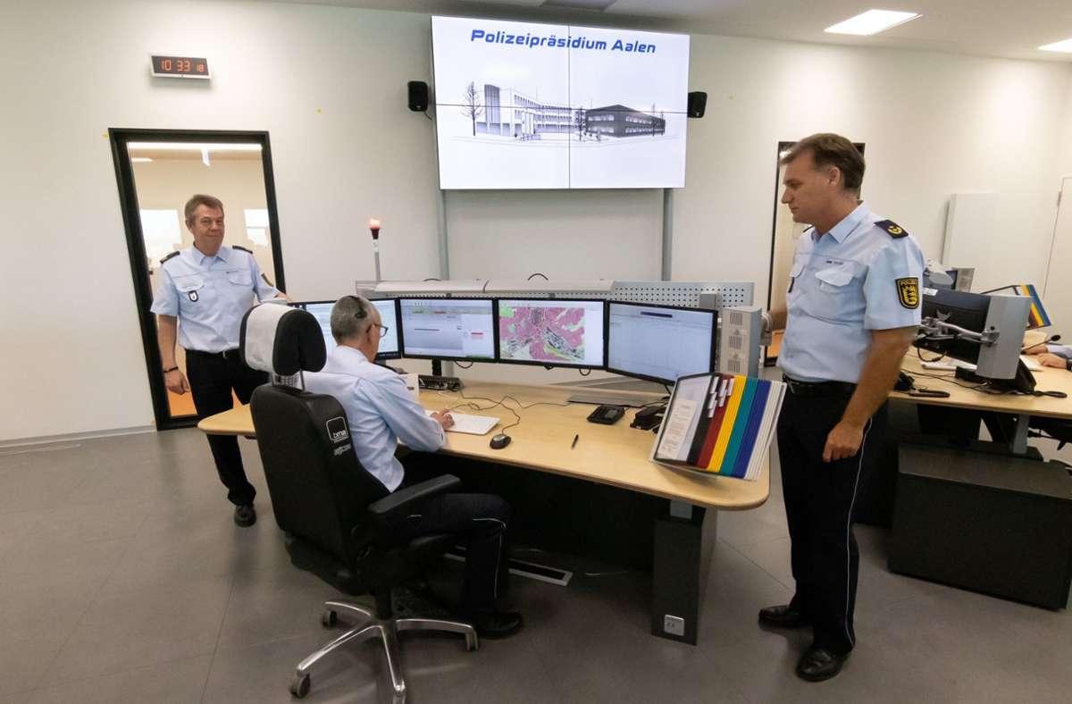 Notrufe aus dem Rems-Murr-Kreis werden jetzt im neuen Führungs- und Lagezentrum Aalen angenommen. Foto: Polizei Aalen