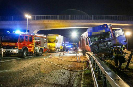 Heftiger Lkw-Crash fordert Schwerverletzten – B10 lange gesperrt