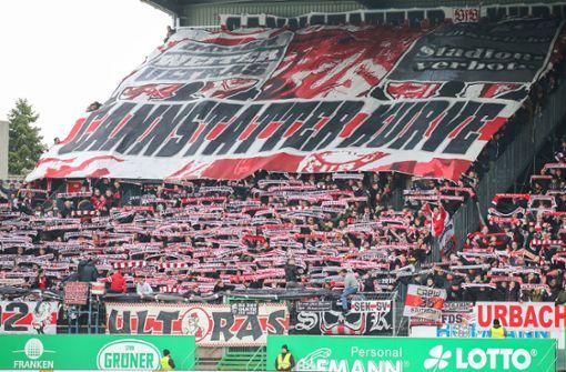 VfB-Anhänger zeigen eine Choreografie