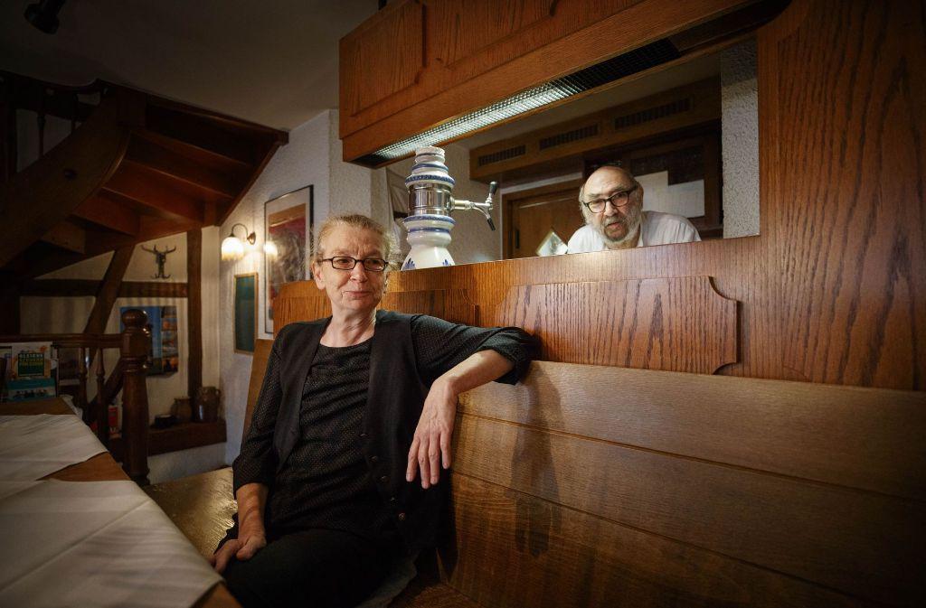 Waltraud und Manfred Bauer schließen ihre Weinstube zum Jahresende. Foto: Gottfried Stoppel