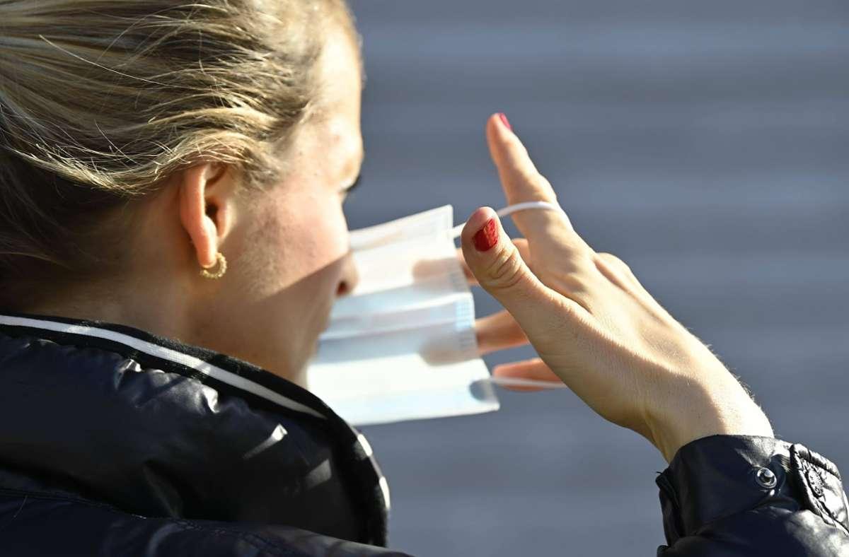 Seit April wurden auch Verstöße gegen die Maskenpflicht geahndet. Foto: imago/Michael Weber