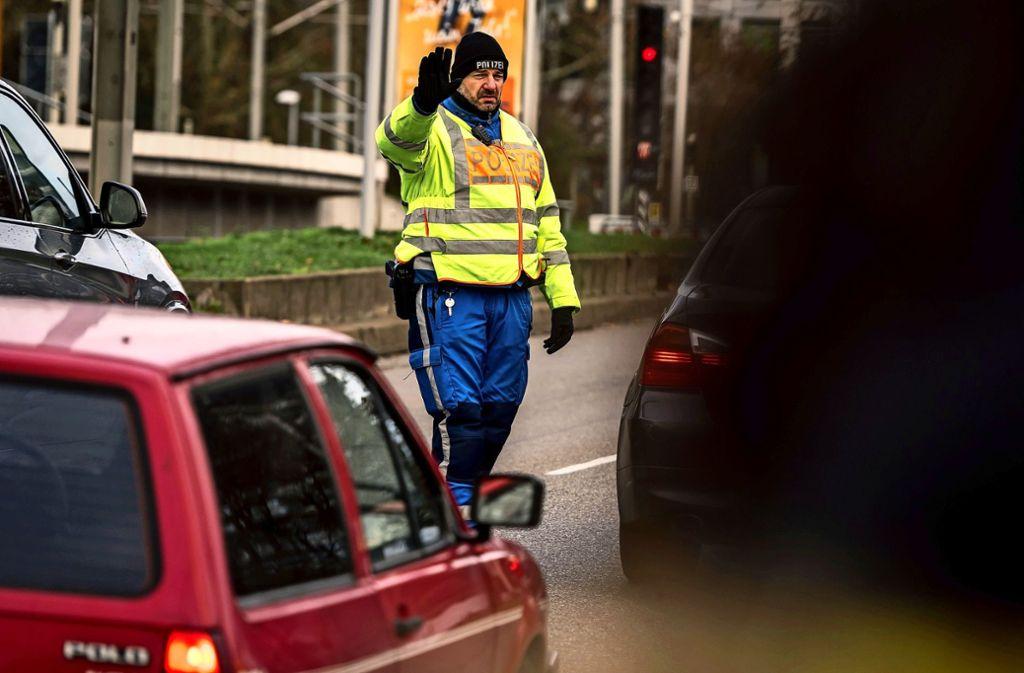 Verkehrssünder im Visier: Eine Polizeikontrolle in der Heilbronner Straße in Stuttgart-Nord. Foto: Lichtgut/Max Kovalenko