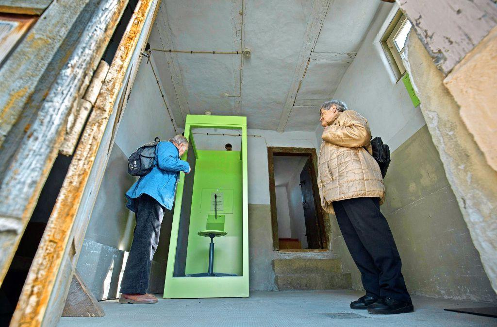 Die Kabine ist schmucklos. Doch sie lebt von den Geschichten der Besucher. Foto: Michael Steinert