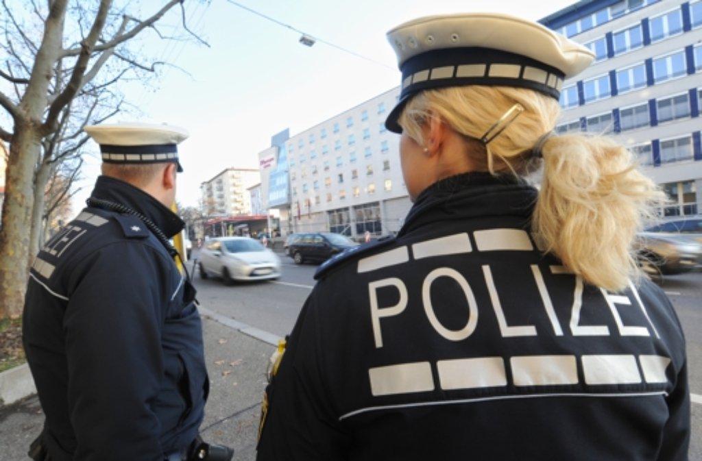 Die Polizei hat einen 20 Jahre alten Mann in Mannheim festgenommen, der an den Übergriffen an Silvester auf dem Stuttgarter Schlossplatz beteiligt gewesen sein soll. (Symbolbild) Foto: dpa