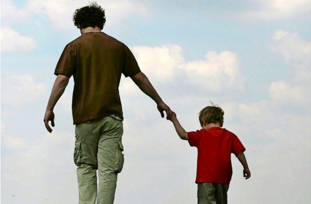 Väter nehmen sich heute zehn Minuten mehr Zeit pro Tag für ihre Kinder als vor zehn Jahren. Foto: dpa