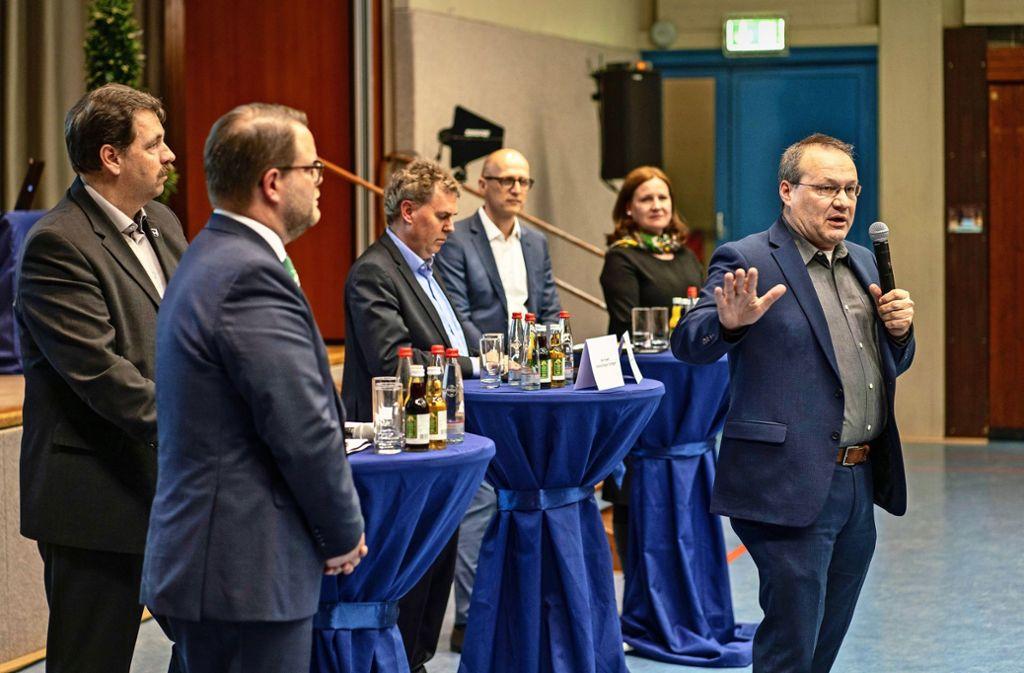 """Laut Thomas Kiwitt (rechts) vom Verband Region Stuttgart gibt es """"keine bessere Alternative"""" für das Gewerbegebiet. Zweiter von links: Schwieberdingens Bürgermeister Nico Lauxmann.Foto:factum/Weise Foto:"""