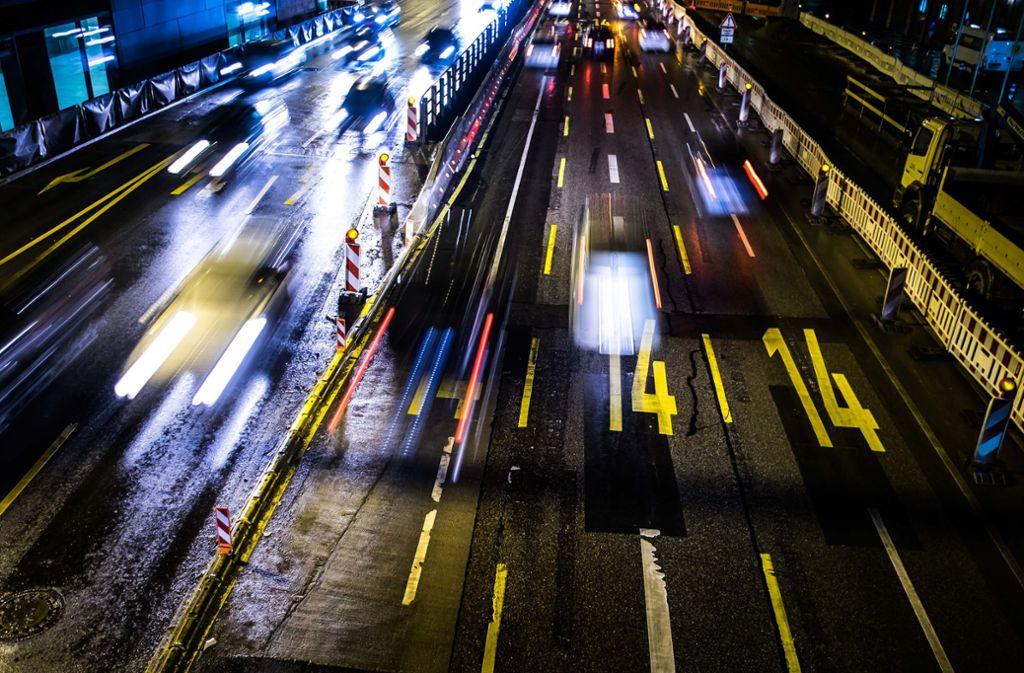 Statt ins Auto sollte man bei Feinstaubalarm in Bus und Bahn umsteigen, wünscht sich die Stadt. (Archivbild) Foto: Lichtgut/Max Kovalenko