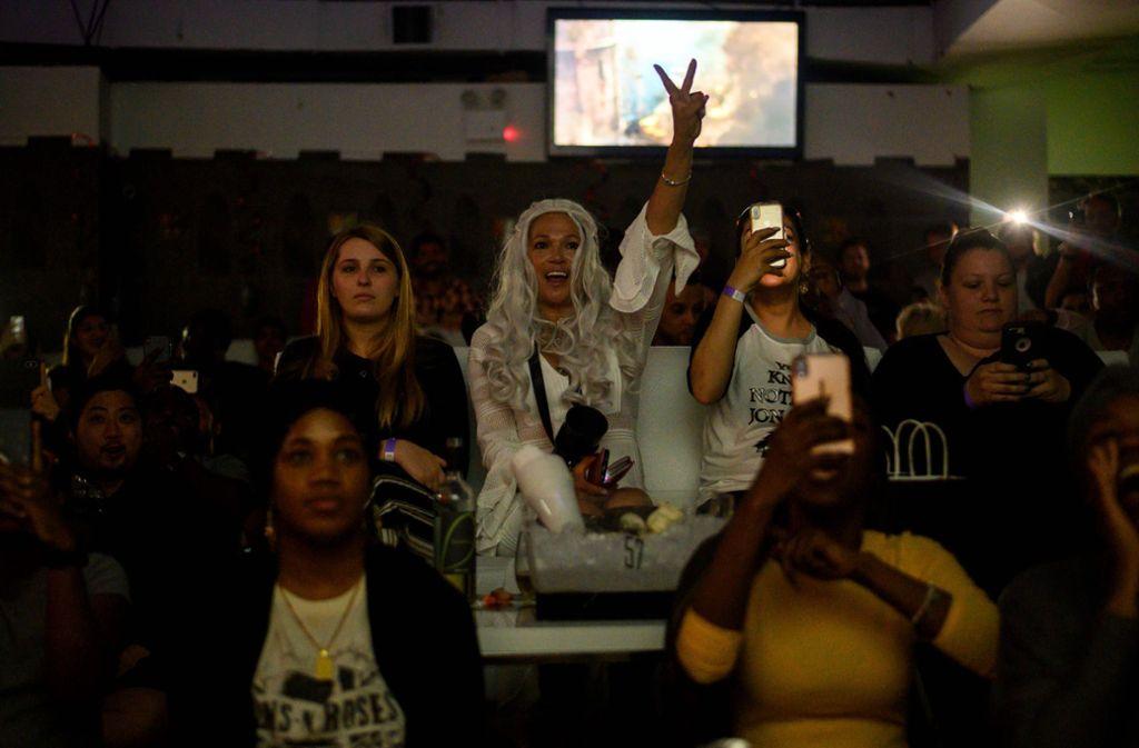 """Überall auf der Welt trafen sich """"Game of Thrones""""-Fans zum """"Rudelgucken"""" des Serienfinales. Foto: AFP"""