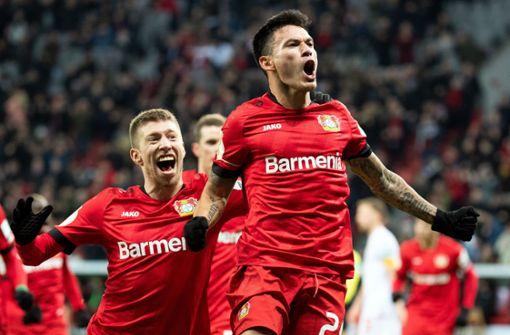 Bayer nach Rückstand im Halbfinale –  30 Minuten Stille nach Notfall