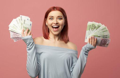 20, 50 oder 100 Euro - Wie viel Geld ist bei einer Konfirmation als Geschenk angemessen? Alle Infos dazu im Artikel.