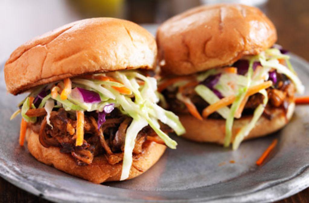 Z wie Zwischenmahlzeit: Street Food (auch Streetfood) galt vielen als DER Ess-Trend des Jahres. Pulled Pork etwa. Fastfood-Ketten wie Burger King und McDonald's kämpften derweil mit einem Imageverlust. Foto: Shutterstock/Joshua Resnick