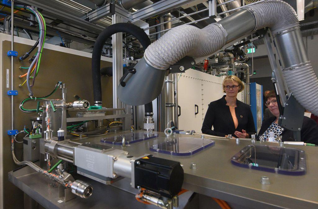 Bei ihrem Besuch in Ulm traf Anja Karliczek auf deutliche Kritik, weil sie die Batterieforschungsfabrik in ihre Heimatregion bei Münster geholt hat. Foto: dpa