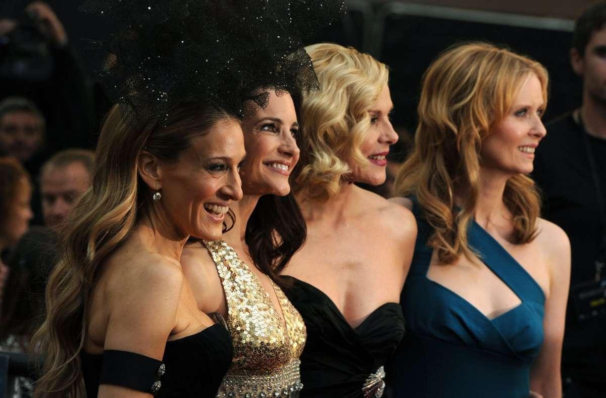 """Die Schauspielerinnen Sarah Jessica Parker (l-r), Kristin Davis, Kim Cattrall und Cynthia Nixon bei der Premiere des Films """"Sex and the City 2"""" (Archivbild). Foto: dpa/Daniel Deme"""