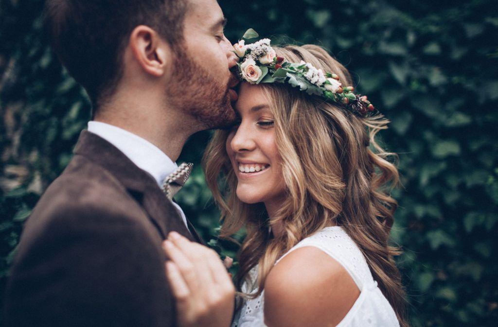 Es muss nicht immer eine kirchliche Hochzeit sein. Foto: Shutterstock/Pavlo Melnyk