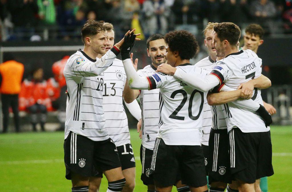 Die deutsche Elf kann sich über einen hohen Sieg gegen Nordirland freuen. Foto: Pressefoto Baumann/Hansjürgen Britsch