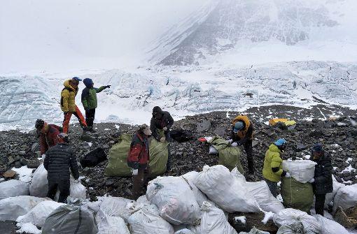 Müll-Sammler auf dem Dach der Welt