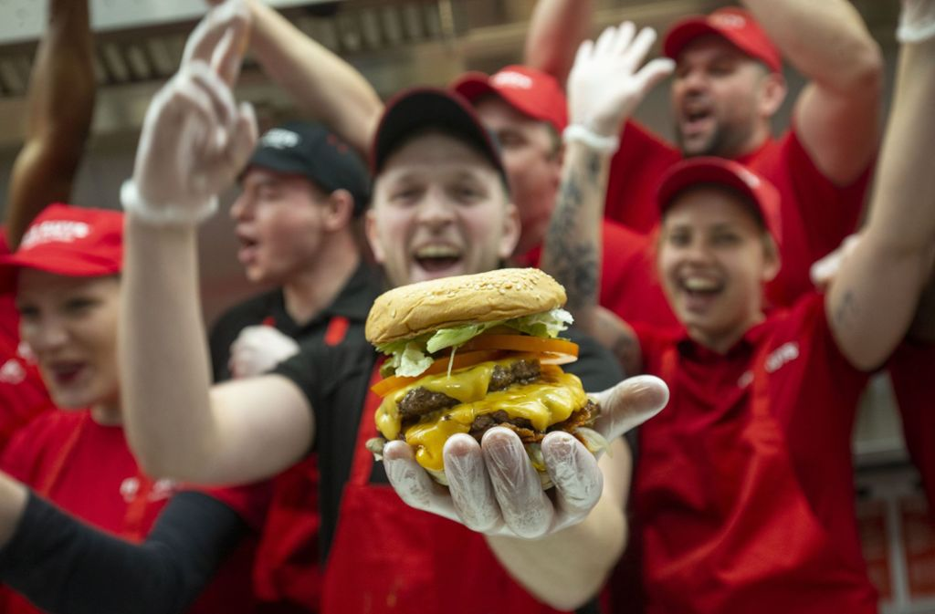 Die umjubelte Five-Guys-Eröffnung am Montag in Stuttgart – woher kommt der Hype um die Burger? Foto: Lichtgut/Leif Piechowski