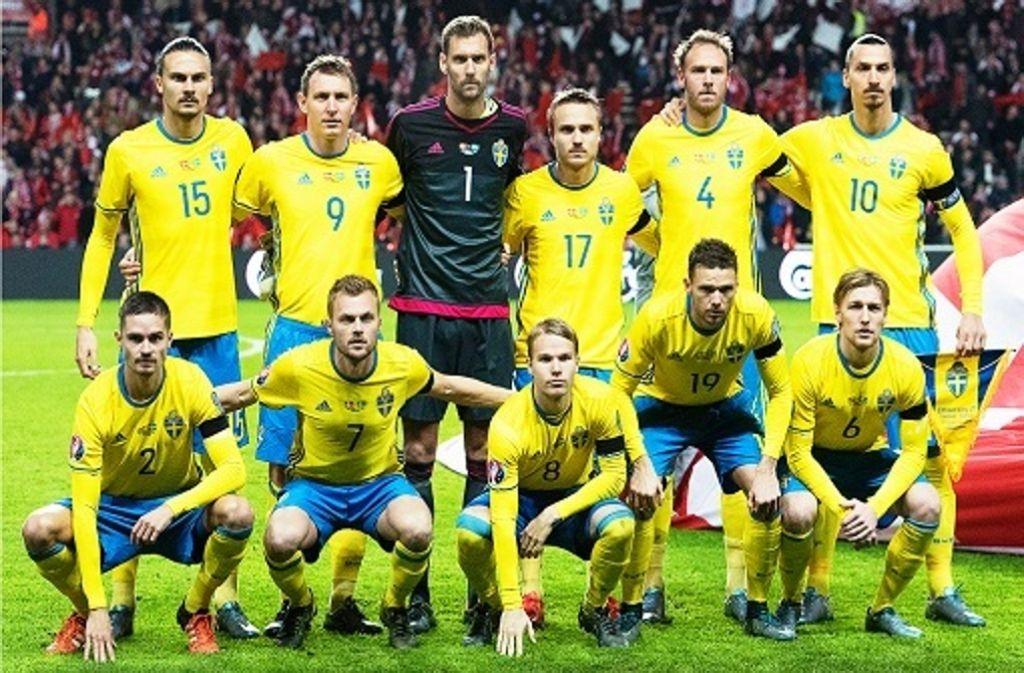 Schwedens Nationalelf mit Superstar Zlatan Ibrahimovic (hintere Reihe, ganz rechts) Foto: epa