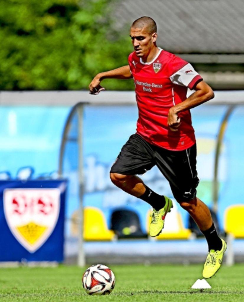 Die ersten Ballkontakte: Oriol Romeu steigt beim VfB gleich ins Training ein. Foto: Baumann