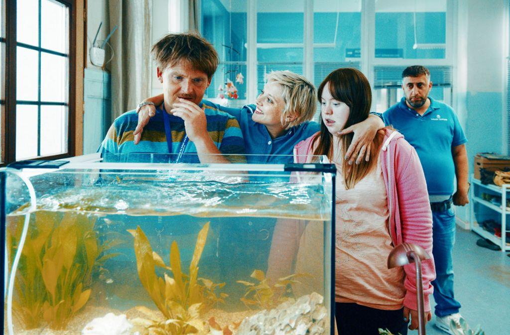 """Schauspielerin Luisa Wöllisch spielt ihre Rolle in """"Die Goldfische"""" mit viel Humor. Foto: Sony Pictures/dpa"""