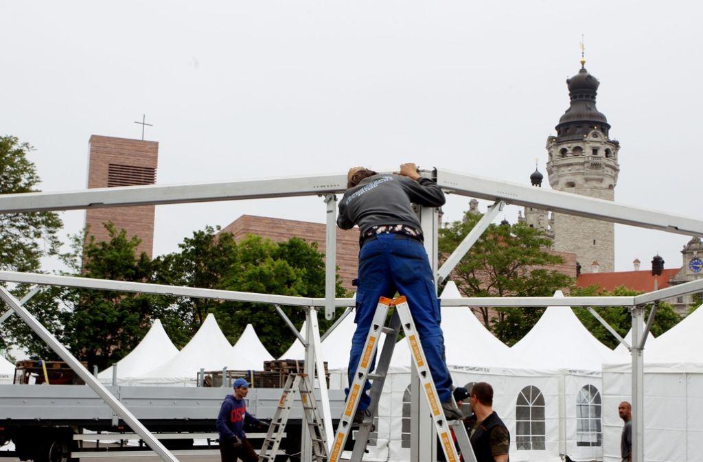 Der Aufbau ist fast geschafft, der Katholikentag kann beginnen. Foto: dpa