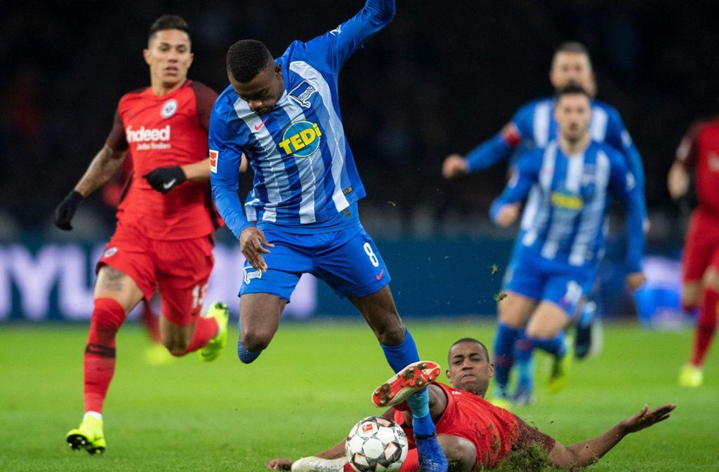 Auch Salomon Kalou plagen vor dem Auswärtsspiel in Stuttgart Verletzungssorgen. Foto: AFP