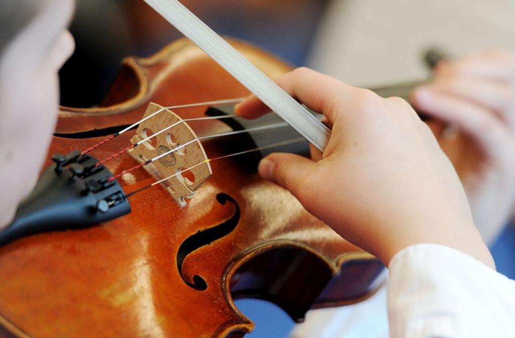 Das Spektrum an Streichinstrumenten ist in der städtischen Musikschule Ostfildern breit. (Symbolfoto) Foto: dpa