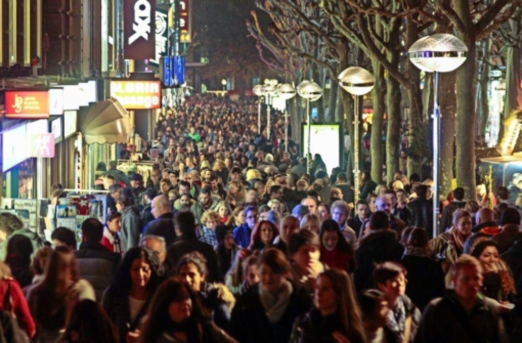 Die Königstraße war in der langen Einkaufsnacht wieder ein Besuchermagnet. Foto: factum/Granville, Weise