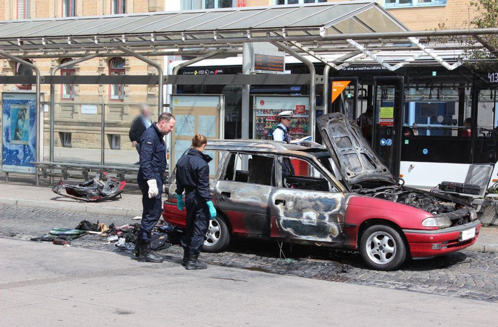 Wer hat das Auto dort abgestellt? Die Polizei sucht Zeugen. Foto: SDMG/Hemmann