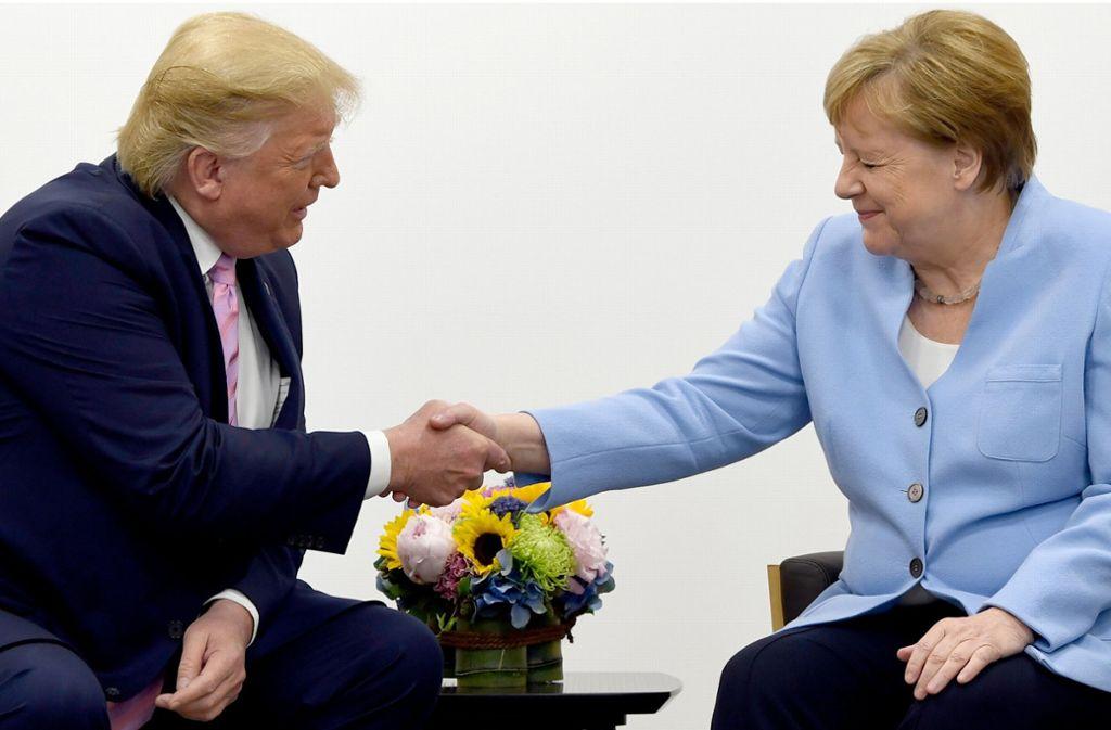 """US-Präsident Donald Trump beschreibt Bundeskanzlerin Angela Merkel als """"fantastische Person"""". Foto: dpa"""