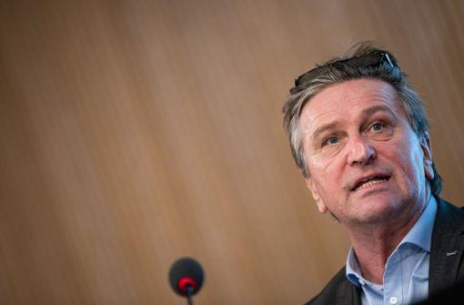 Sozialminister verteidigt Impfungen für Kinder