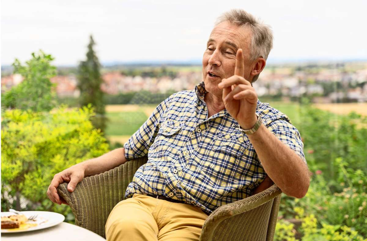 Entspannt, aber engagiert: Haas auf der Terrasse seines Hauses Foto: factum/Andreas Weise