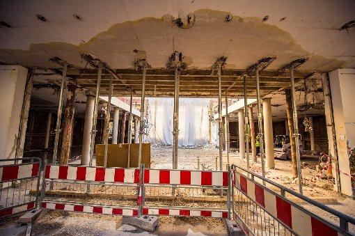 Mehr und mehr im Inneren des Wilhelmspalais muss den Umbauten weichen - das Gebäude wird ausgebeint, denn im Jahr 2017 eröffnet hier das neue Stadtmuseum. Wir haben uns im einstiegen Stadtpalais von König Wilhelm II. umgesehen. Foto: www.7aktuell.de | Florian Gerlach