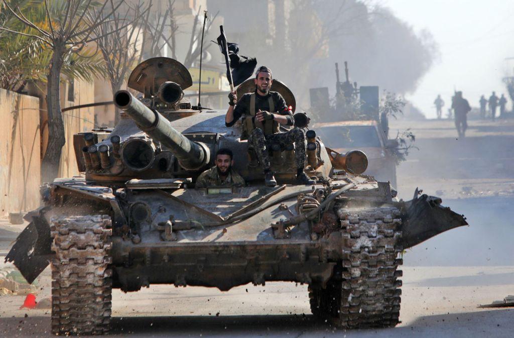 Panzereinsatz in der Stadt Saraqib im Osten der Provinz Idlib. Foto: AFP/Bakr Alkasem