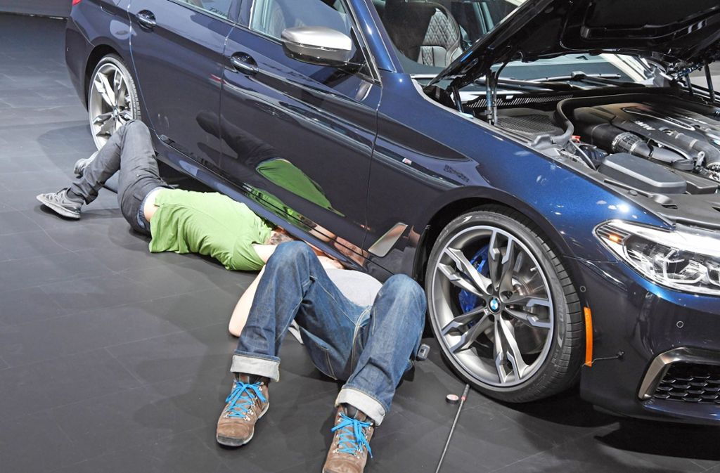 Rückruf bei BMW: Bei den meisten Fahrzeugen genüge eine kurze Kontrolle, bei den übrigen ein maximal einstündiger Werkstattaufenthalt, sagte ein Sprecher (Symbolbild). Foto: dpa