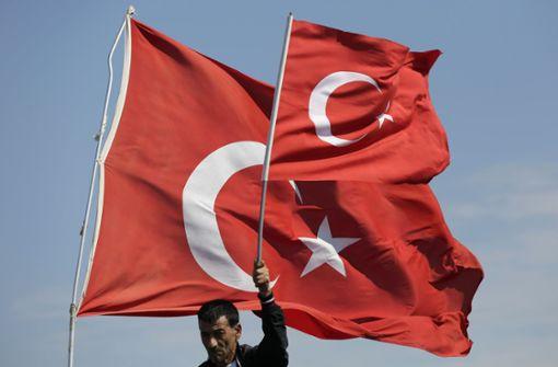 Diebe klauen Türkei-Flagge an Moschee - und zeigen Reue