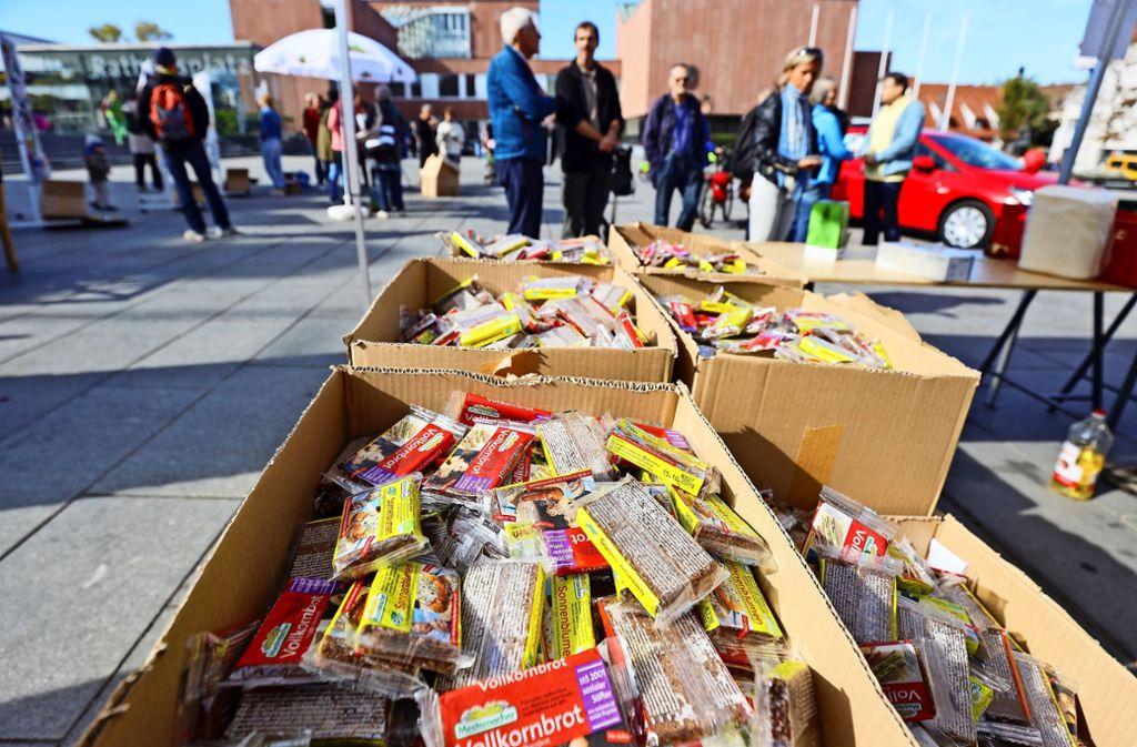 """Auf dem Gerlinger Rathausplatz haben die Besucher umsonst Lebensmittel bekommen. Mehr Fotos vom """"Global Climate Strike"""" in der Strohgäu-Kommune finden Sie in unserer Bildergalerie. Klicken Sie sich durch. Foto: factum/Simon Granville"""