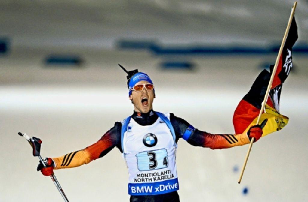 Simon Schempp kommt ins Ziel und gewinnt – schon vier mal in diesem Winter. Foto: dpa