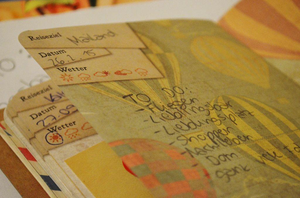 In ihrem Reisetagebuch hat unser Campuskind bereits alles notiert, was sie in Mailand machen will. Foto: Wiebke Wetschera