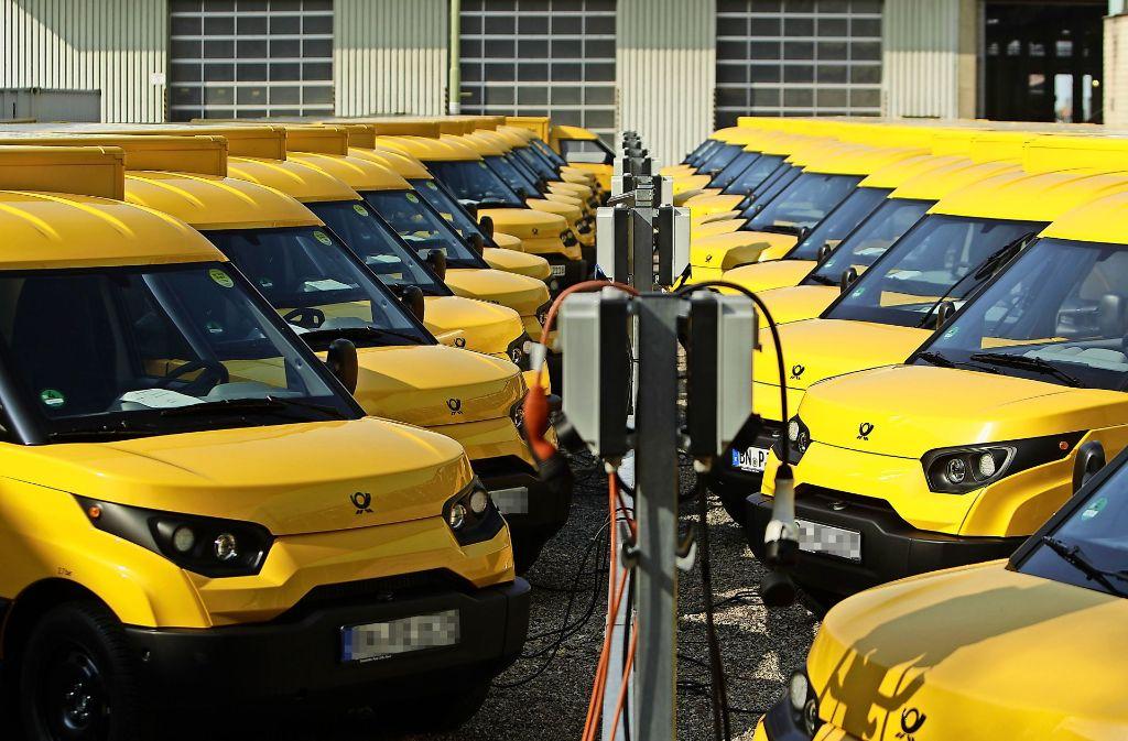 Immer mehr gelbe Streetscooter mit Elektroantrieb sind für die Post und DHL unterwegs. Foto: dpa