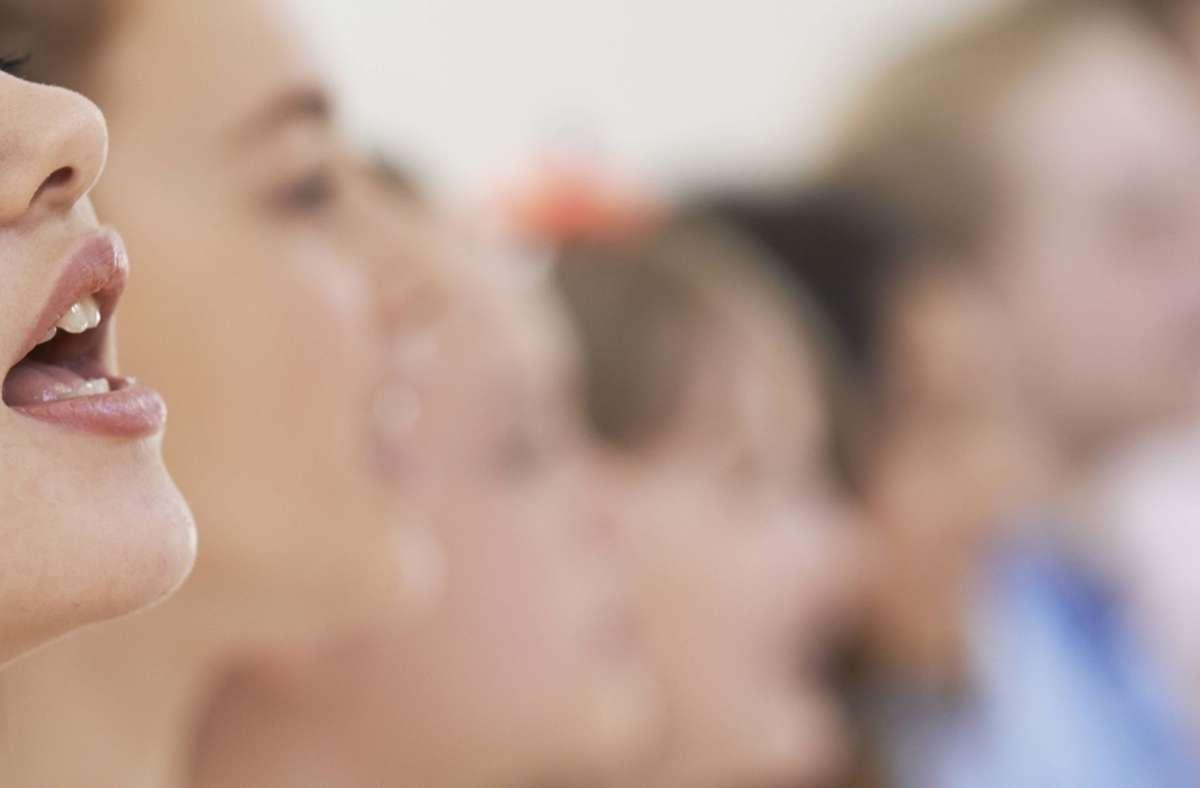 Das Singen im Schulchor soll nach den Ferien wieder möglich sein – und zwar über Klassen, Jahrgänge und Schulen hinweg   (Symbolbild). Foto: imago images/ingimage/HighwayStarz