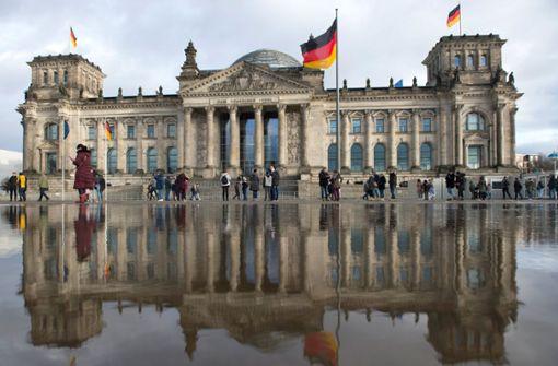 Union und SPD legen in Wählergunst leicht zu