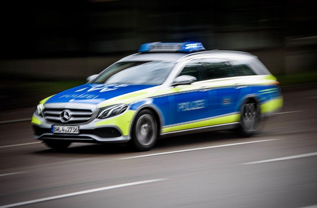 Die Polizei bittet nach einer Verfolgungsjagd in Weinstadt um Mithilfe. Foto: Phillip Weingand / STZN