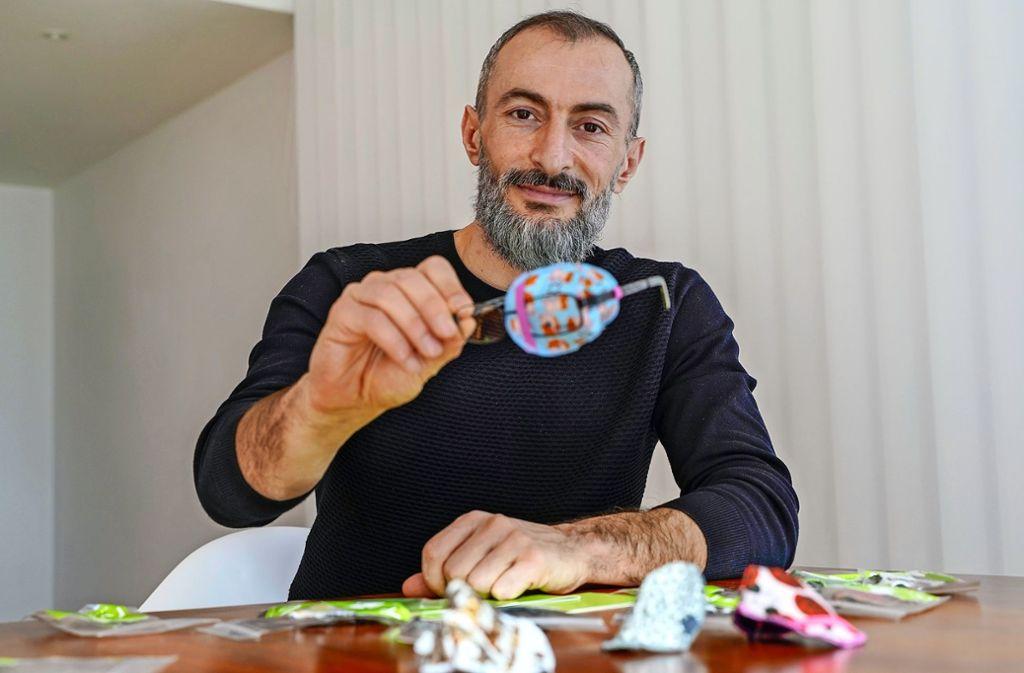 Taner Erdogan ist stolz auf sein Produkt: Neben der   Bio-Baumwolle werden alle Teile für das Patch regional produziert. Foto: factum/Bach
