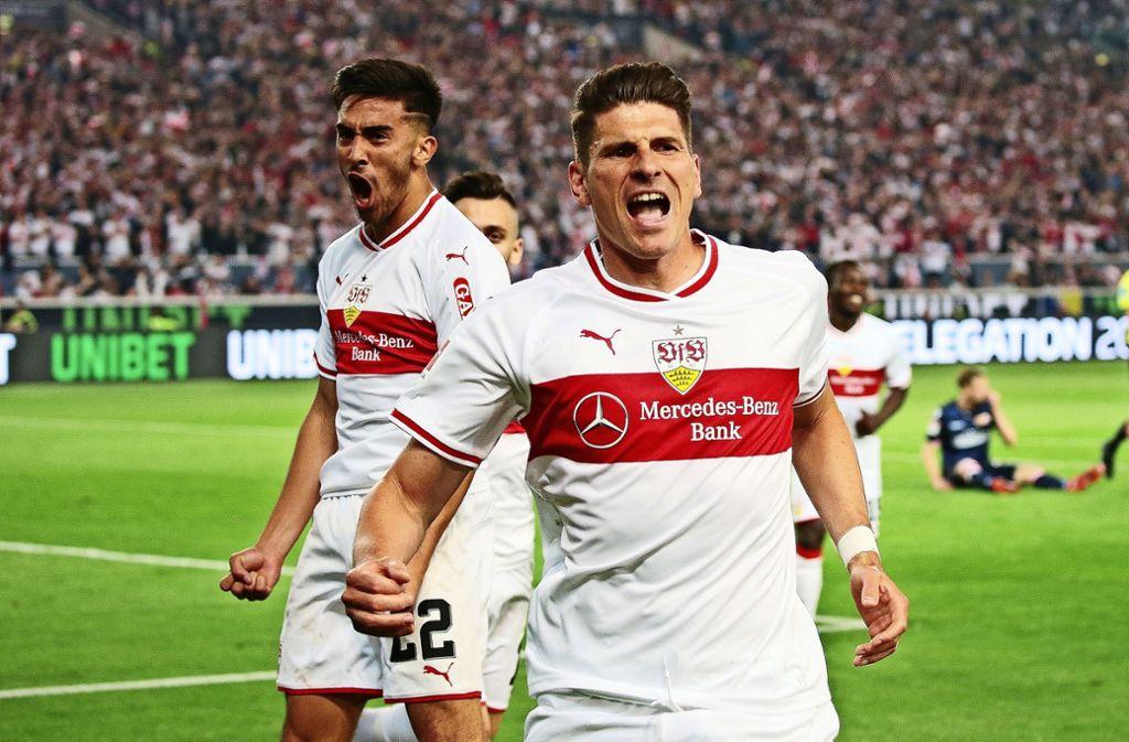 Im Wettkampfmodus: die beiden VfB-Offensivspieler Nicolas Gonzalez (li.) und Mario Gomez. Foto: Baumann