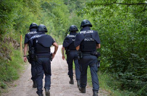 Bewaffneter Mann ist am Freitag weiterhin auf der Flucht