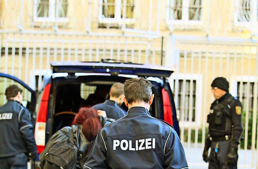 Sachsens Innenminister Markus Ulbig (CDU) will syrische Gefährder möglichst rasch zurückführen. Foto: dpa