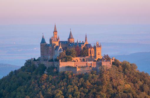 Schloss Hohenzollern ist das ultimative Highlight bei einer Fahrradtour auf dem Hohenzollern-Radweg.